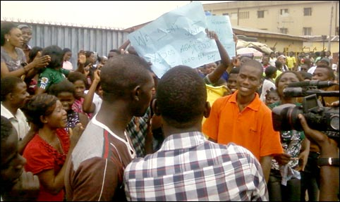Workers of Rebecca Fashion Ltd Protest Poor Working Conditions - photo DSM