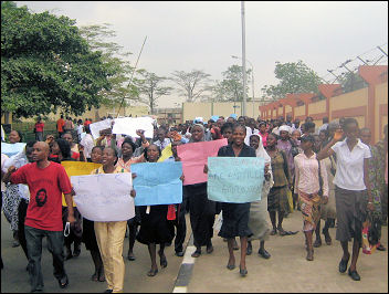 TEACHERS STAGE ANOTHER PROTEST TO GOVERNMENT HOUSE - photo DSM