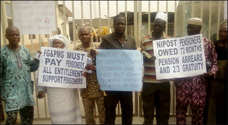 Picketing of the post offices by the retirees of the NIPOST protesting the non-payment of 72 months arrears of pensions and two-third of gratuities being owed by the government, photo DSM