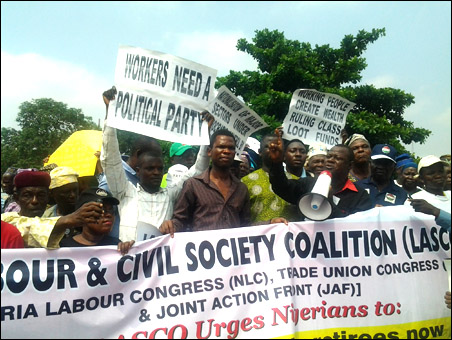 Abiodun Aremu, JAF Secretary, addressing the protesters, inluding pensioners and activists, as well as journalists at rally - photo DSM - photo DSM
