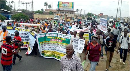 Protestors - photo DSM
