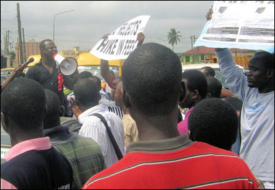 Biodun Aremu addressing ERC rally - photo DSM