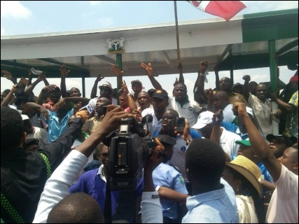 Protesting workers in Abuja - photo DSM
