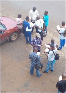 Workers in Benin city with SPN leaflet - photo DSM
