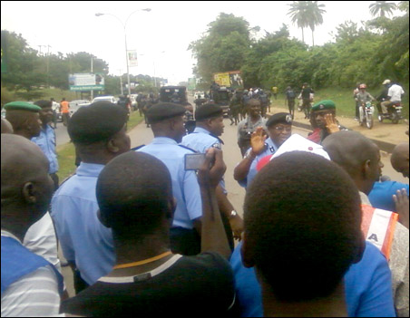 The police led by the Ogun State Commissioner of Police outnumbered the protesters at the take off point45