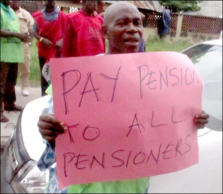 Pay pension to all pensioners, photo by DSM