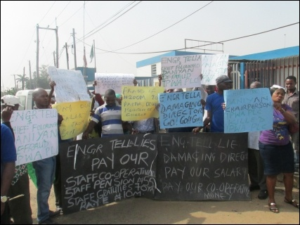 IPWA workers picket company over pay and bad management - photo DSM