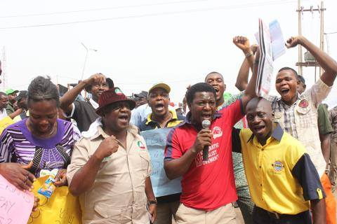 Abbey Trotsky, Secretary DSM Oyo State, addressing the  protesters in Ibadan - photo DSM